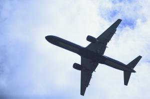 Transport d'un PC portable dans l'avion : est-ce autorisé ?