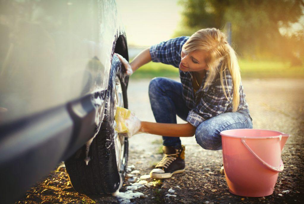Offrez votre voiture un grand nettoyage du printemps for Nettoyer un carrelage neuf